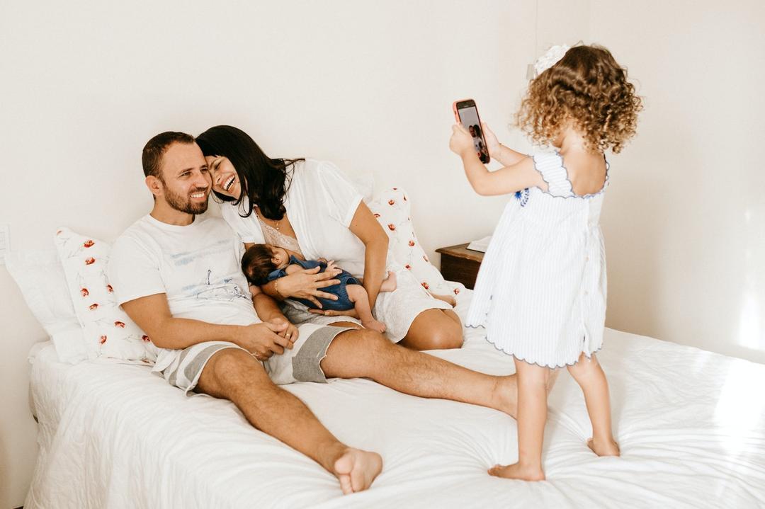 Quarentena, bebê, trabalho, muitas tarefas e incertezas: como lidar com tantas emoções e atividades?