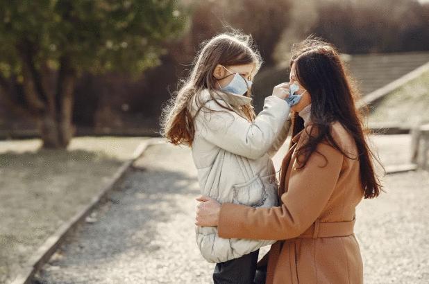 Crianças podem ser menos afetadas pelo coronavírus, mas são transmissores em potencial