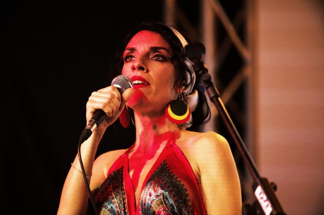 Cantora italiana Carla Cocco encerra Festival Mia Cara 2021