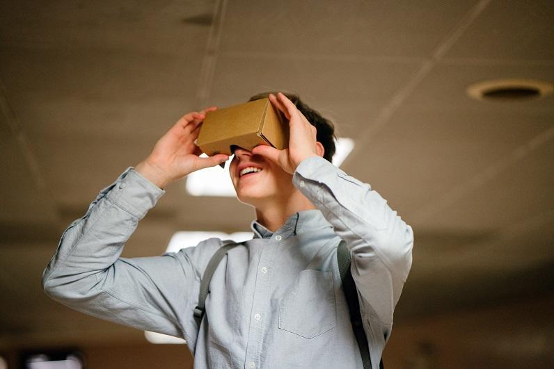 Estudantes de engenharia EAD contam com laboratórios em realidade virtual