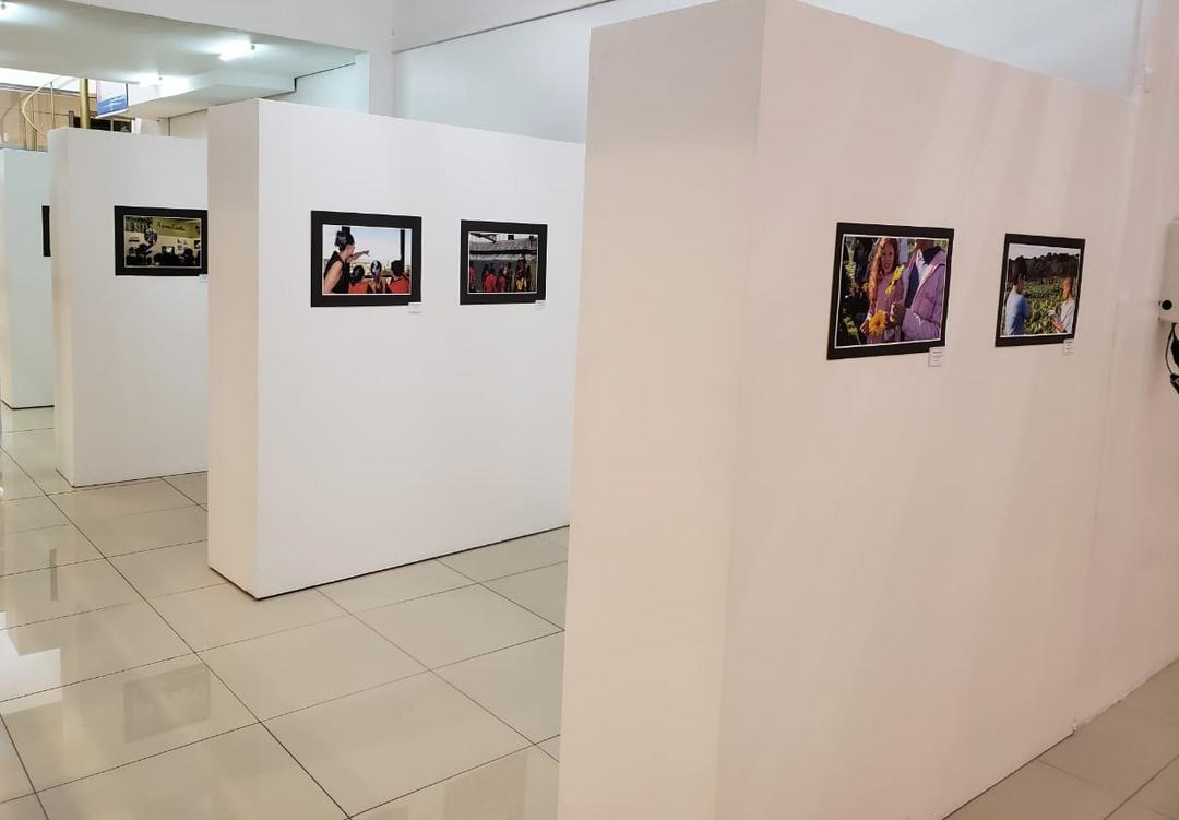 Exposição de fotos apresenta Curitiba como uma grande sala de aula