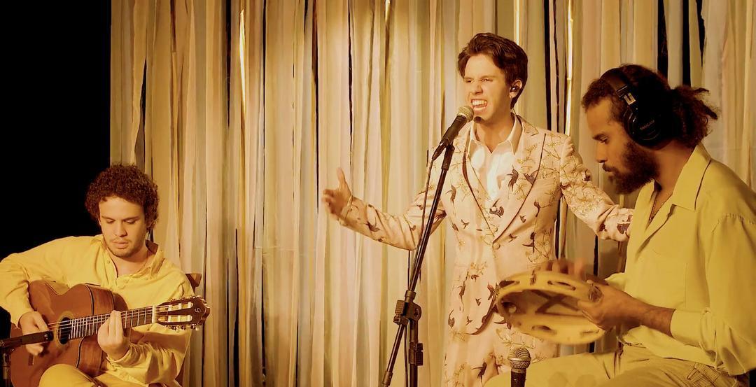 Show resgata Tropicália e enaltece a música brasileira