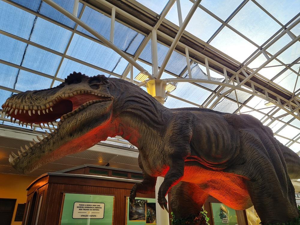 Shopping Estação inaugura a atração Dino's Towers, com dinossauro mecatrônico gigante