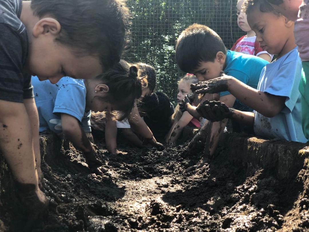 Dia Mundial da Infância remete à importância do brincar e do tempo para ser criança