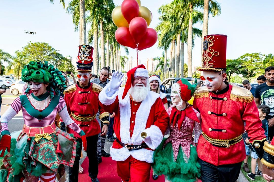 Crianças, adultos e até pets já podem tirar foto com o Papai Noel no Catuaí Shopping Londrina