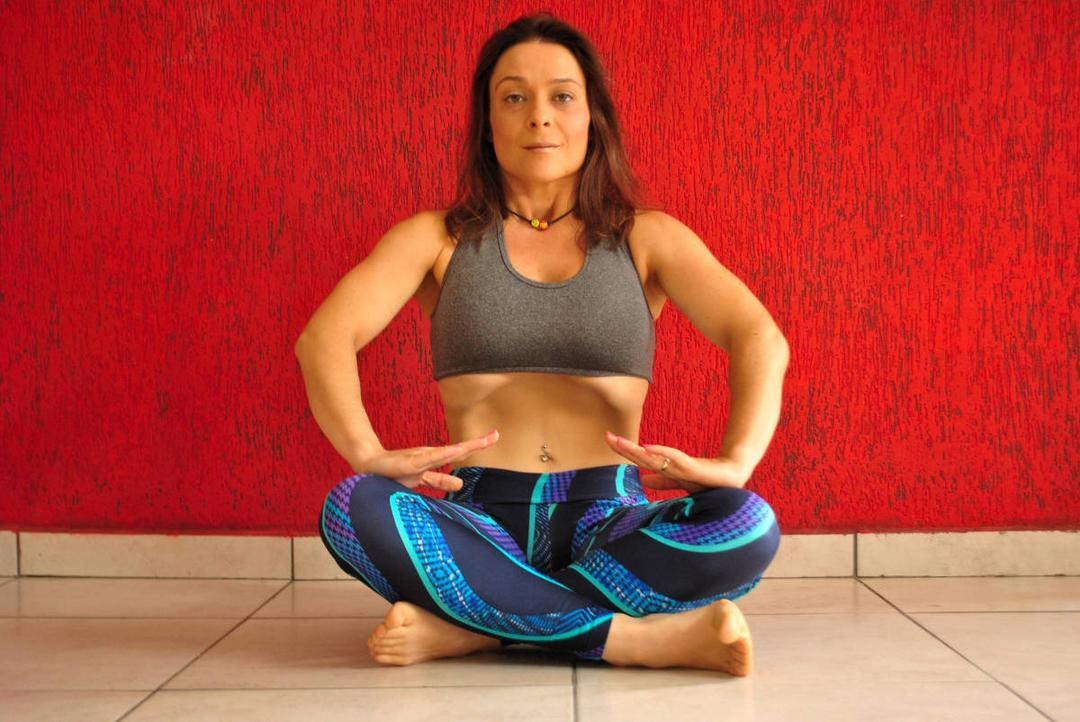 Técnica da barriga negativa reduz medidas abdominais e dores nas costas