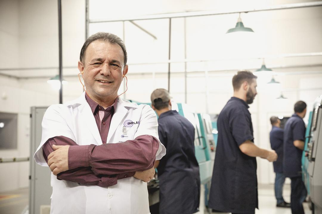 Solução de gerenciamento garante crescimento de vendas de componentes para implantes odontológicos
