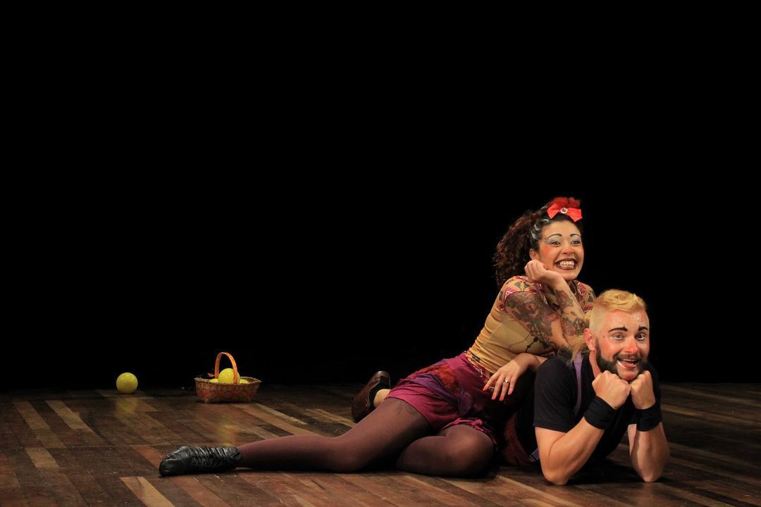 Domingo é dia de malabarismo, acrobacia e música no Teatro EBANX Regina Vogue