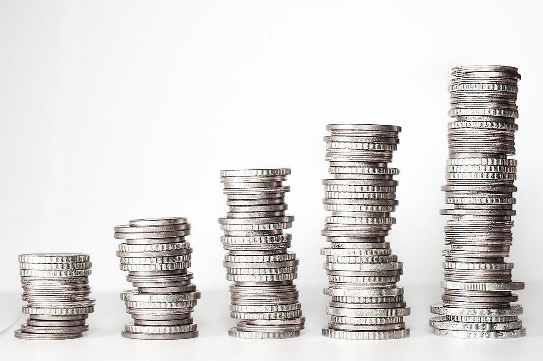Seis dicas para poupar dinheiro e conseguir pagar as contas à vista