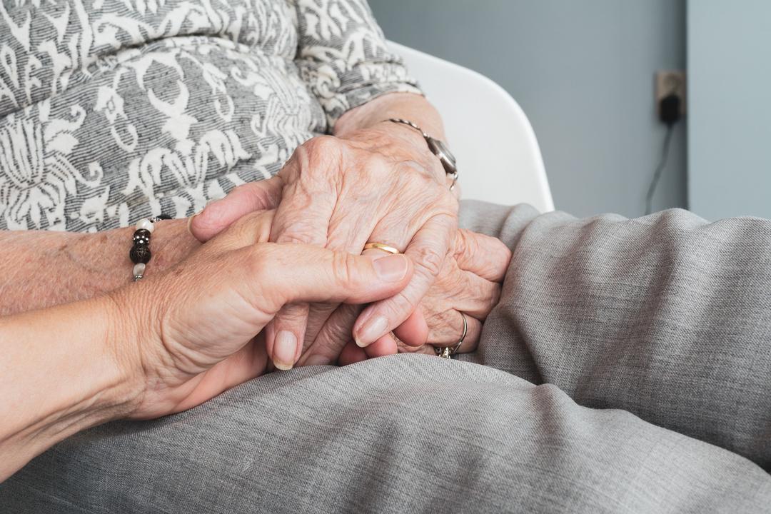 Nove em cada dez idosos ajudam financeiramente a família