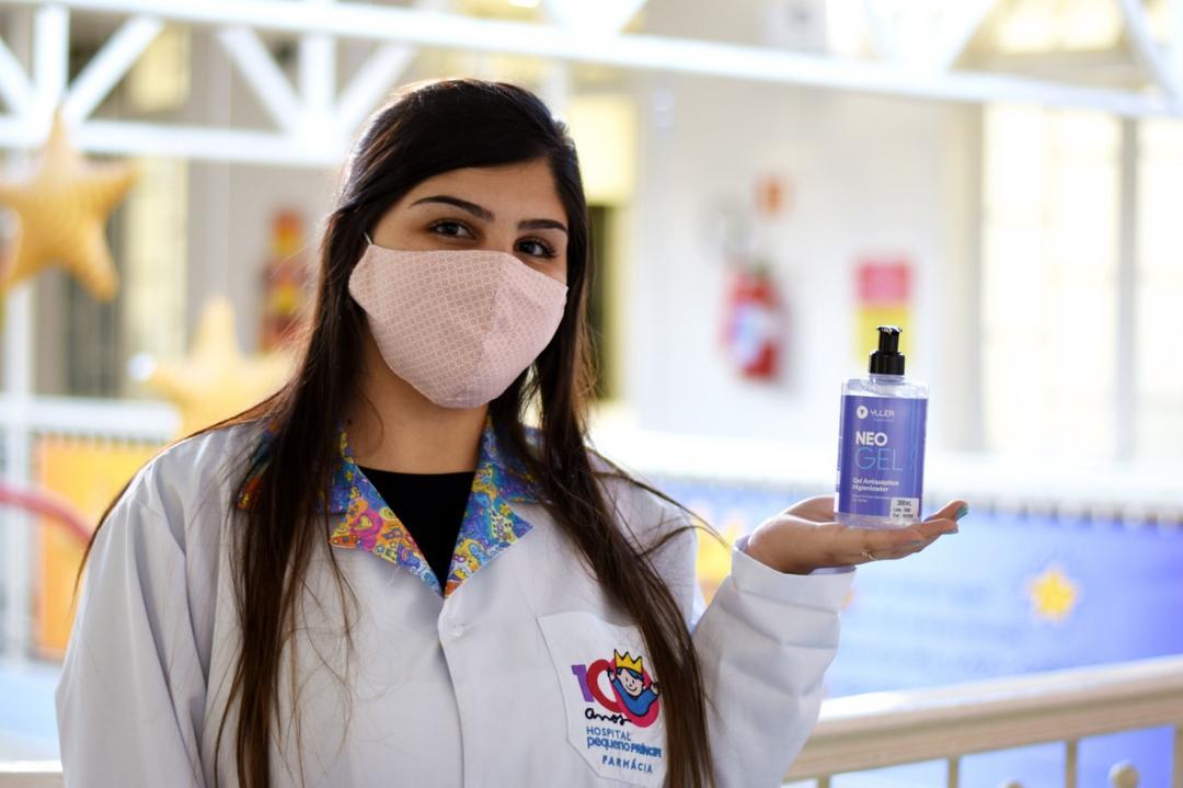 Hospital Pequeno Príncipe recebe doação de mil frascos de álcool em gel