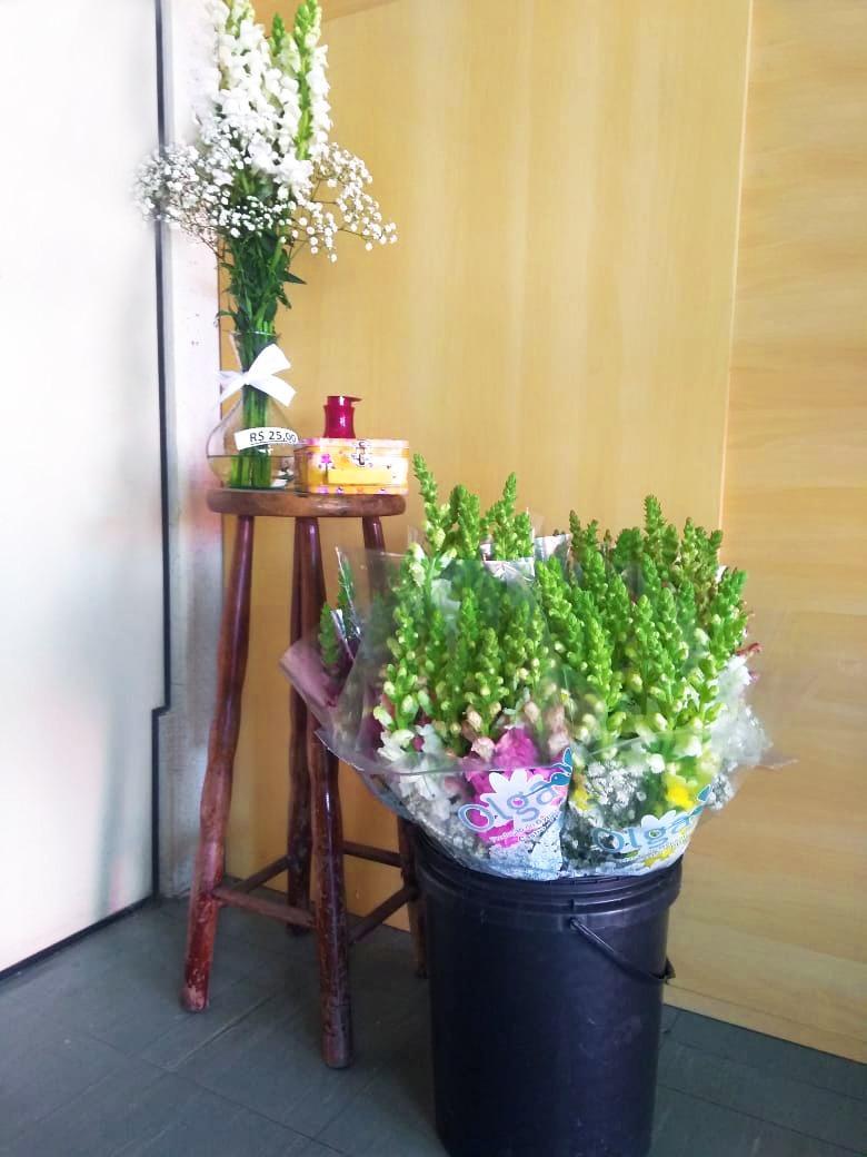 Flores no autoatendimento: produtores paranaenses usam a criatividade para enfrentar a crise