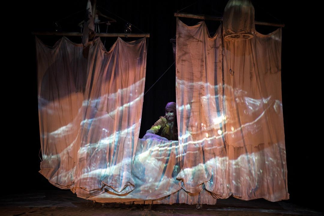 Espetáculo inspirado em contos de fadas traz magia e diversão ao Teatro de Bonecos Dr. Botica