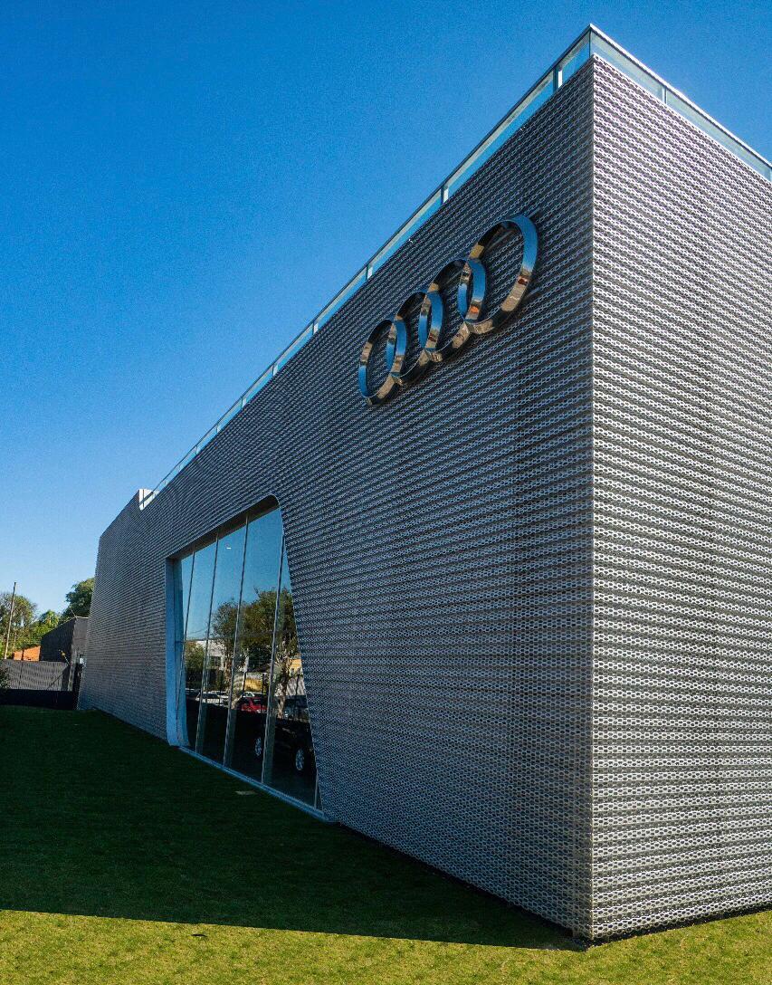 Audi do Brasil e Grupo Servopa inauguram segunda concessionária em Curitiba com teste de esportivos