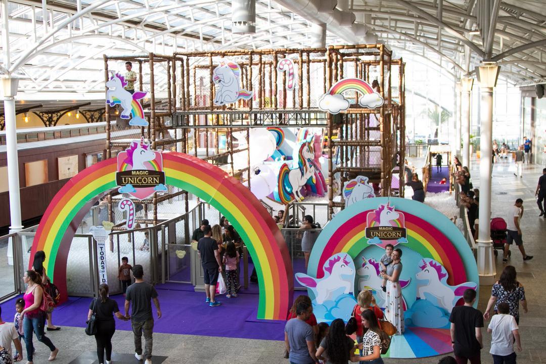 Com mais de 400 mil bolinhas, Parque Magic Unicorn chega a Curitiba