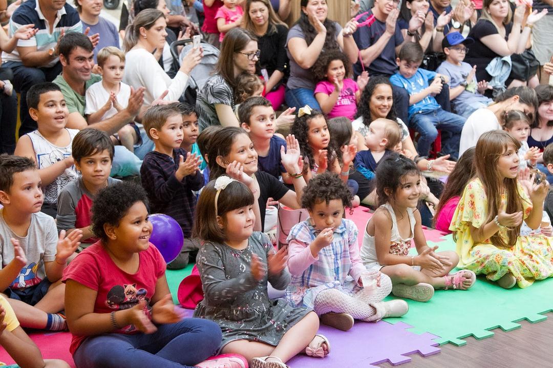 Amor entre mães e filhos é retratado em espetáculo gratuito no Espaço Faz de Conta
