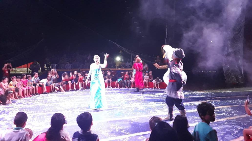 Show infantil do Circo Moscou encanta crianças no Londrina Norte Shopping