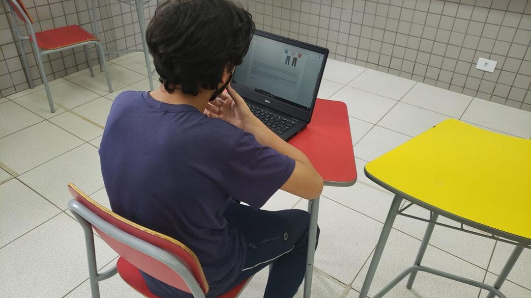 Novozymes doa 100 computadores para crianças e adolescentes