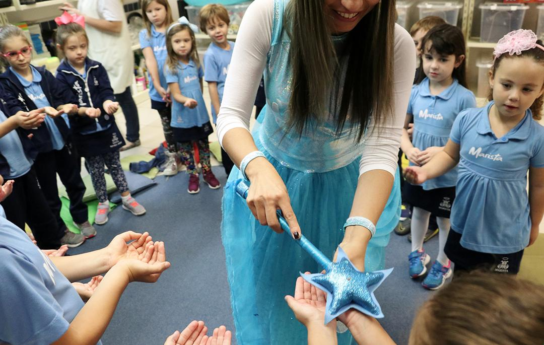 Fada das Mãos ensina crianças a prevenir gripe