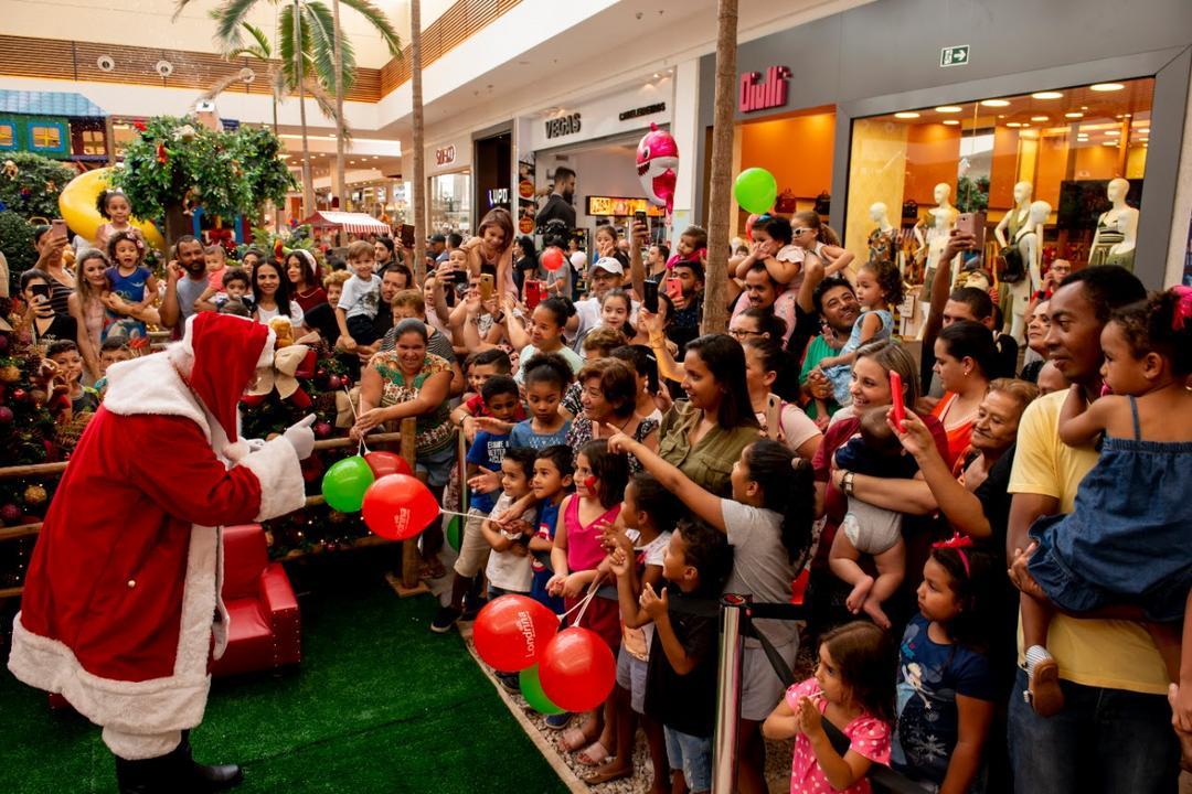 Papai Noel foi recebido com festa no Londrina Norte Shopping