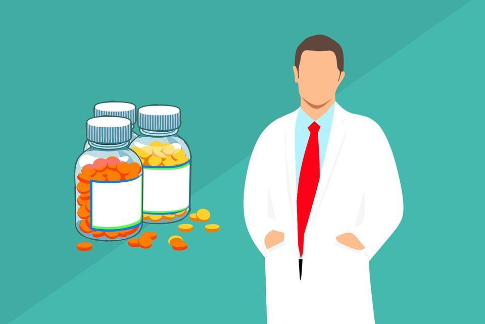 No Dia do Farmacêutico, especialista orienta sobre os desafios que a pandemia trouxe para a rotina profissiona