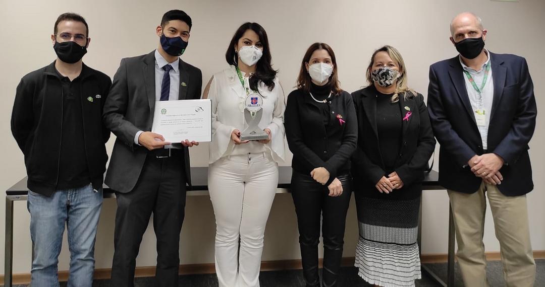 Biomédicos da Unimed Laboratório recebem homenagem pela atuação durante a pandemia