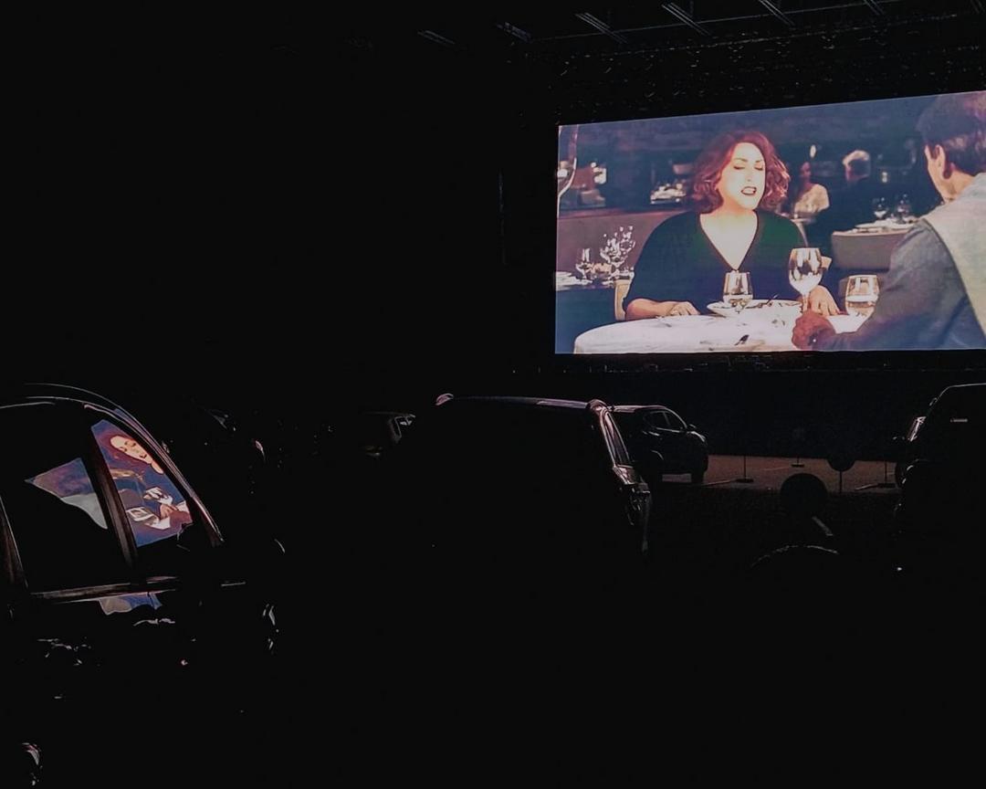 Club Nissei leva clientes ao Cine Drive-in