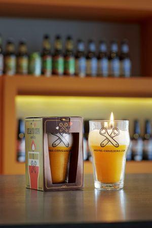 Vela no copo de cerveja é sugestão de presente para o Dia dos Namorados