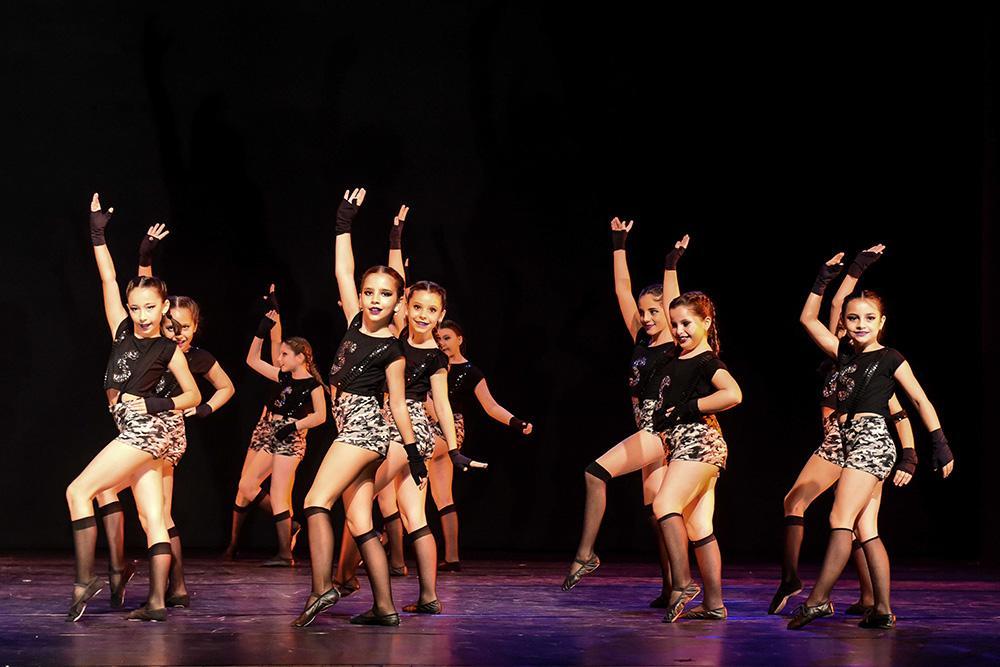 'A noite é uma criança': estudantes de Curitiba se apresentam na maior mostra de dança infantil do país