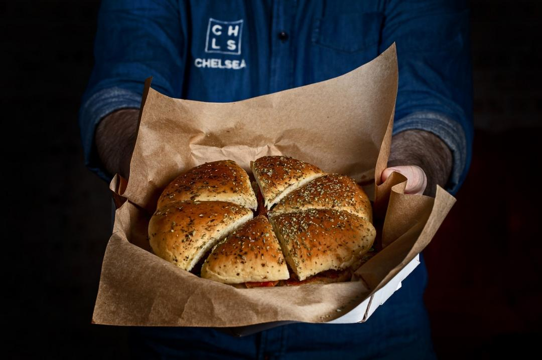 Chelsea une pizza e hambúrguer com o lançamento da Pizza Burger
