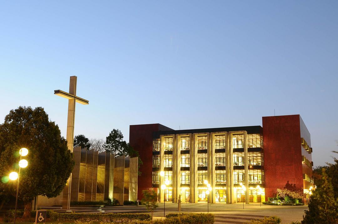 PUCPR inicia celebração de 60 anos com missa, inauguração de marco comemorativo e oferta de serviços