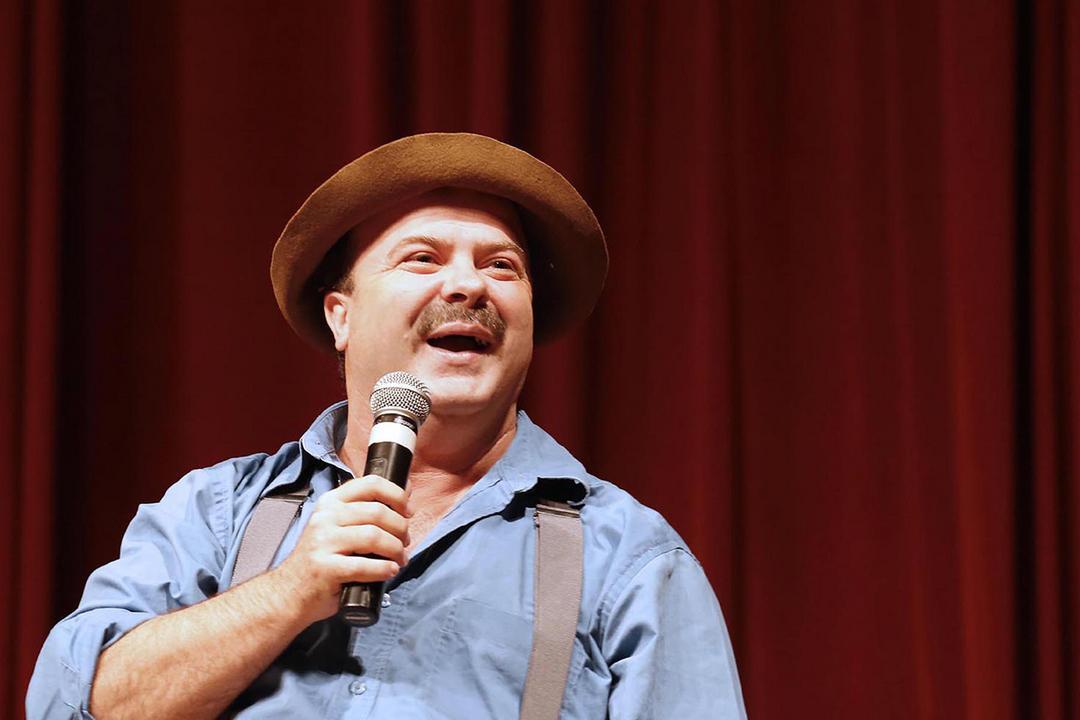 Curitiba recebe neste domingo o imperdível show de humor de Paulinho Mixaria