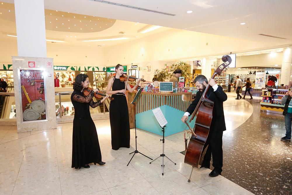 Palladium Curitiba presenteia consumidores com espetáculo de orquestra