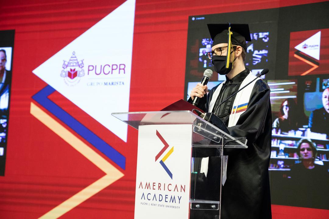 PUCPR forma primeira turma do American Academy