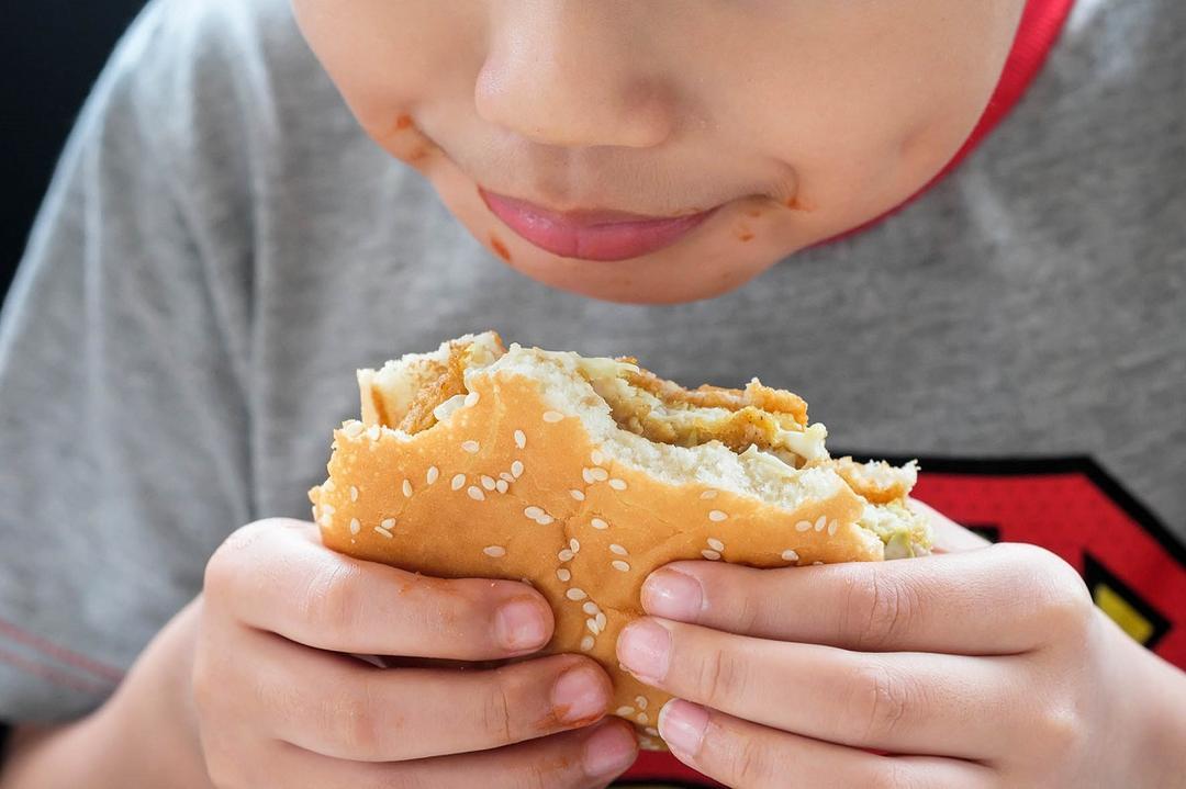 PESQUISA: Pandemia afeta hábitos alimentares e reduz prática de atividades físicas entre crianças brasileiras