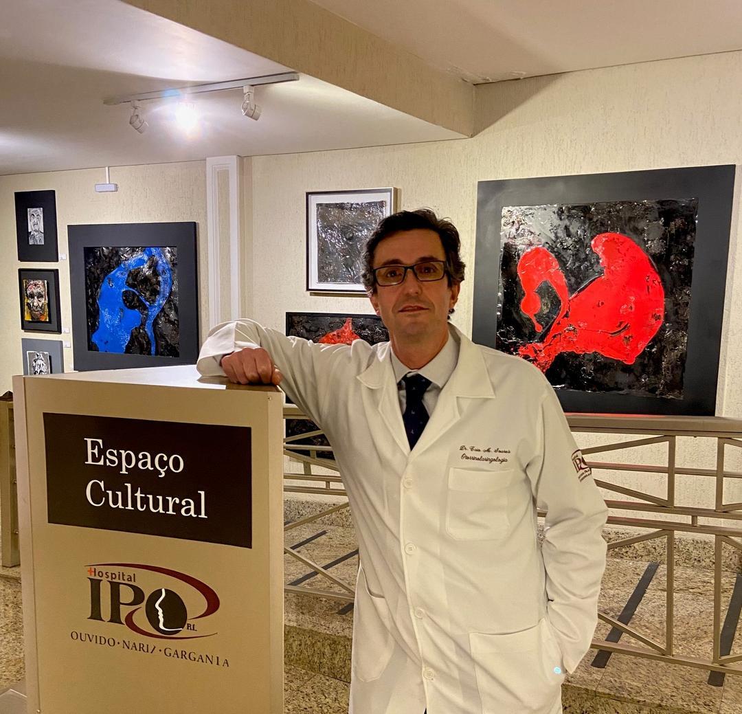 """Médico e artista, Caio Soares, inaugura exposição """"Precisamente impreciso"""", no Espaço Cultural do Hospital IPO"""