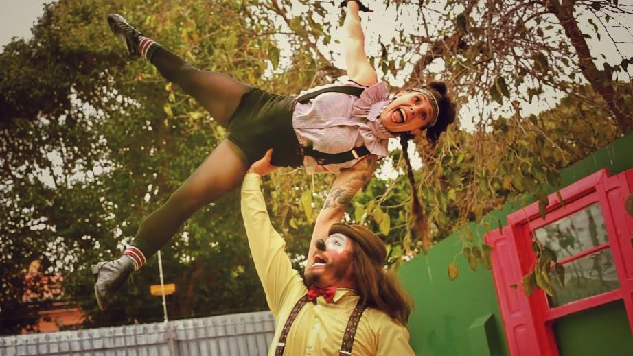 """Live do espetáculo circense """"O show não pode parar"""" é alegria garantida para a criançada"""