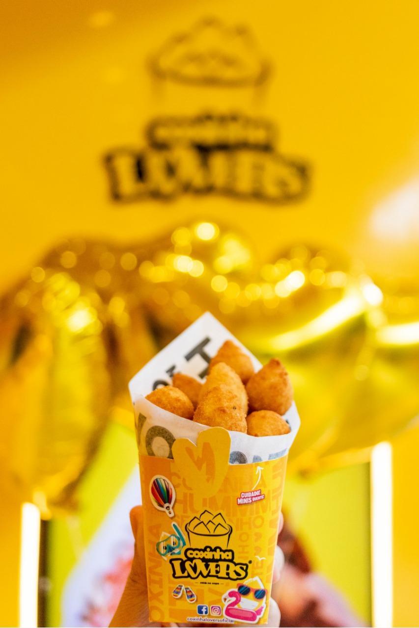 Aniversário Coxinha Lovers: loja distribui dez mil coxinhas de graça neste sábado (25), em Curitiba