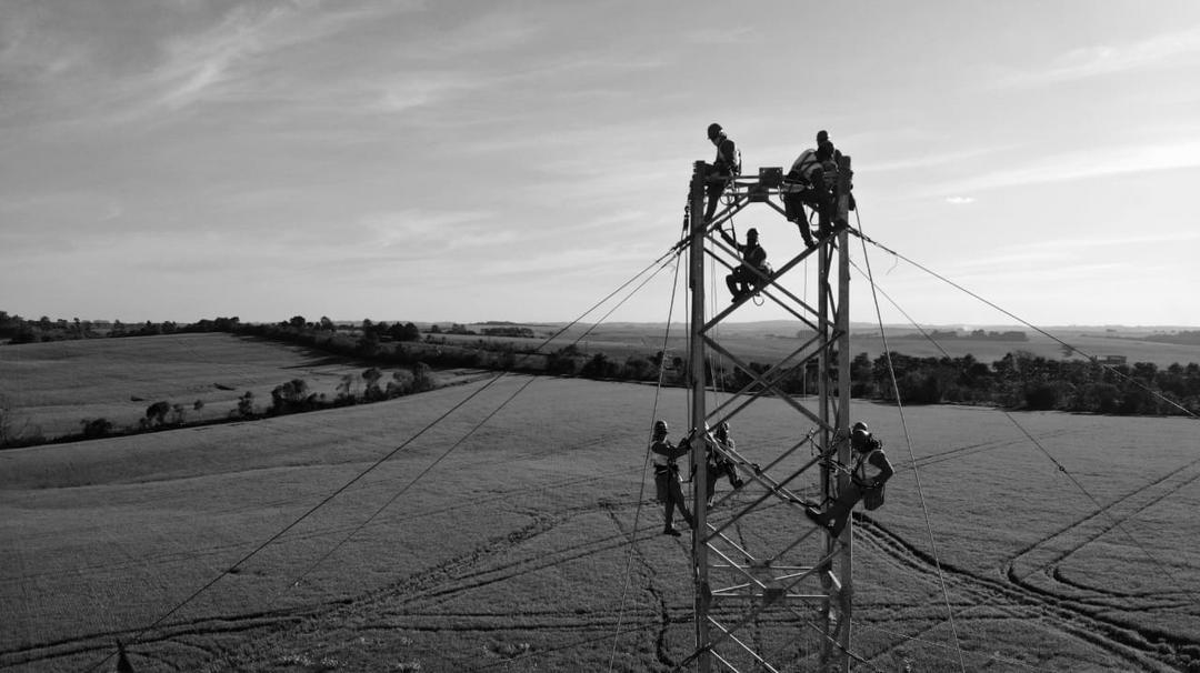Sistema de Transmissão Gralha Azul conclui a instalação da primeira torre no Paraná