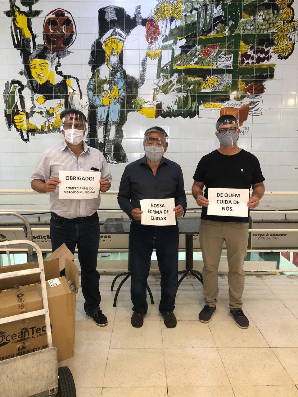 Mercado Municipal de Curitiba faz doação de mil máscaras para Hospital deClínicas