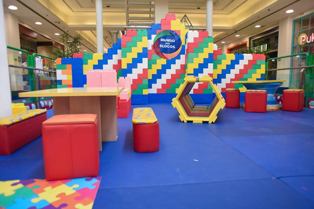 Blocos de montar gigantes animam o mês das crianças no Shopping Curitiba