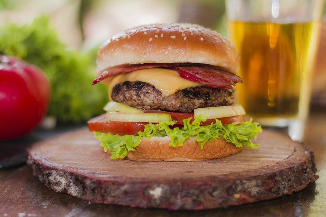 5 restaurantes tradicionais para celebrar o Dia do Hambúrguer