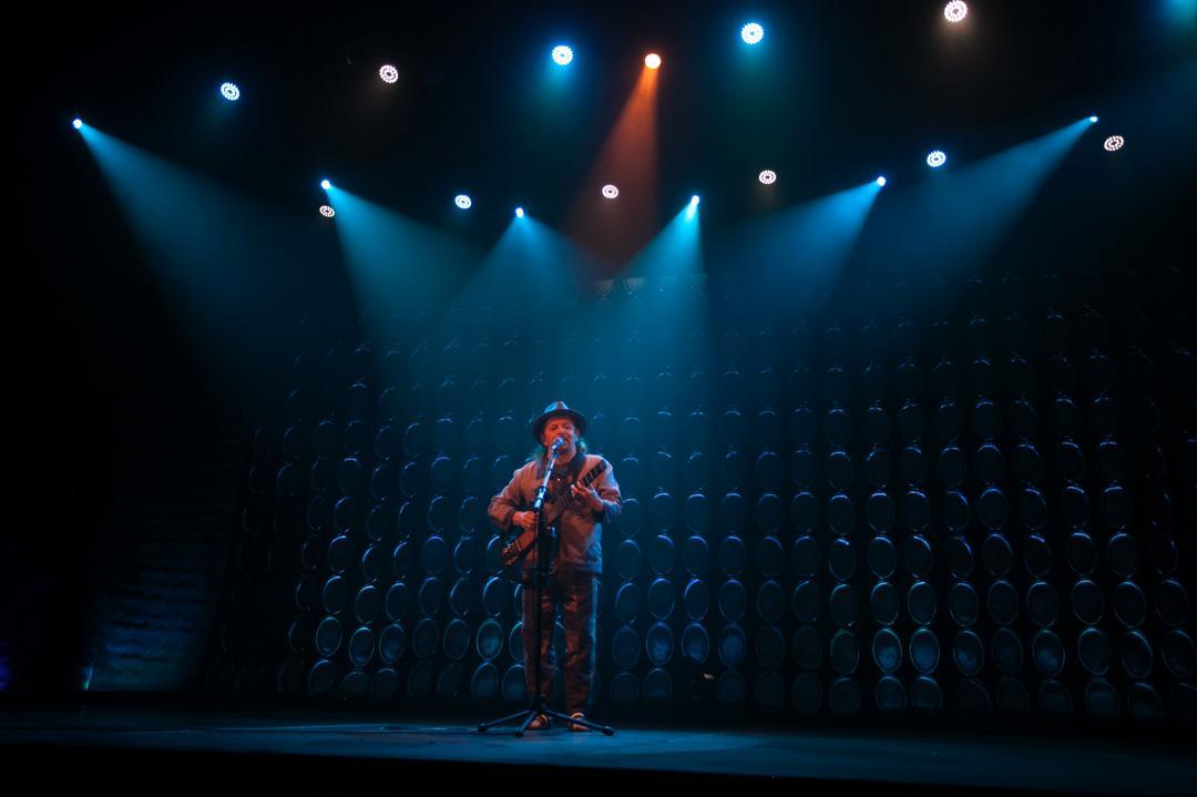 """Geraldo Azevedo apresenta a nova turnê """"Solo Contigo"""" na Ópera de Arame"""