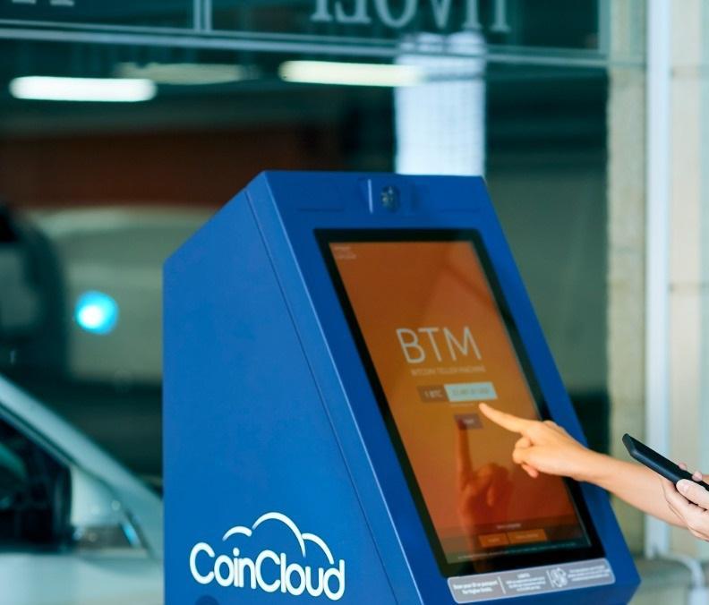 Primeiro caixa eletrônico de bitcoins do Paraná é instalado em Curitiba