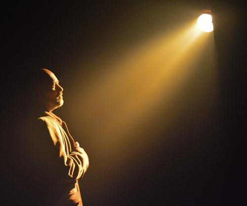 """Espetáculo """"Farol"""" ganha mais uma apresentação com transmissão ao vivo do Teatro Cena Hum"""