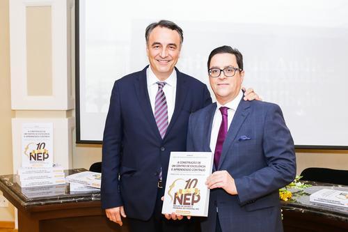 Hospital IPO comemora 10 anos de núcleo de pesquisa com lançamento de livro