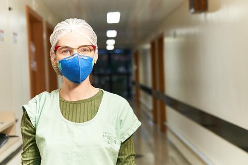 Enfermeira é a primeira do Pilar Hospital a ser vacinada
