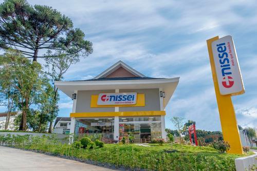 Nissei inaugura farmácia temática e comemorativa no Ecoville
