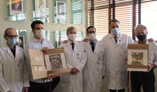 Vice-Prefeito de Curitiba e Presidente da CMC, visitam Hospital IPO e recebem obras de Carla Schwab e Eloir Jr