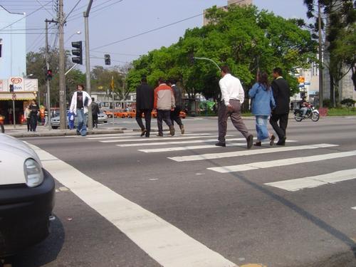 Motoristas e pedestres reconhecem melhorias no trânsito e diminuição de acidentes depois da instalação de rada
